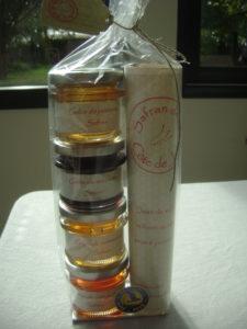 coffret 4 pots de gelées au safran ( 80 g), livret recettes et une dose de safran (0.1g)